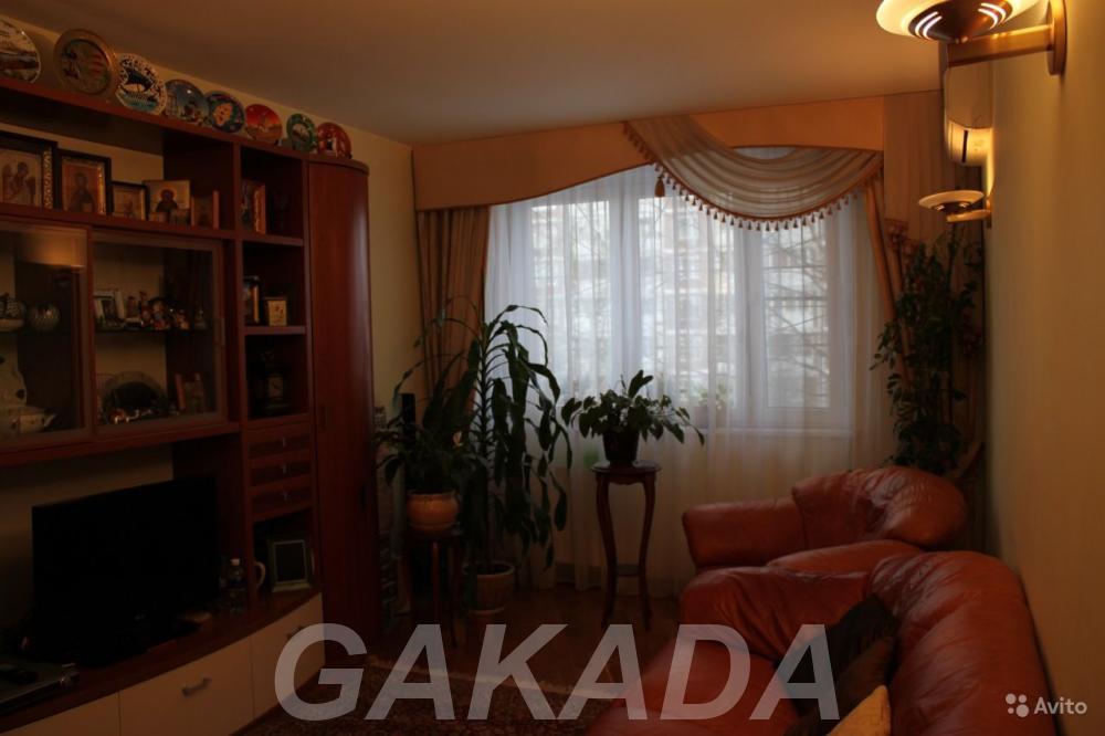Продаю 4-комн квартиру 101 кв м,  Москва
